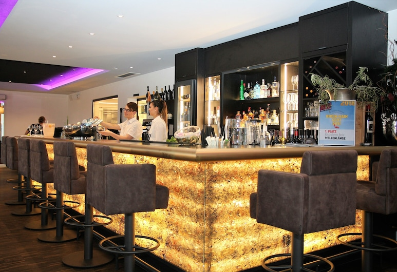 Höll am Main, Rüsselsheim, Hotelový bar