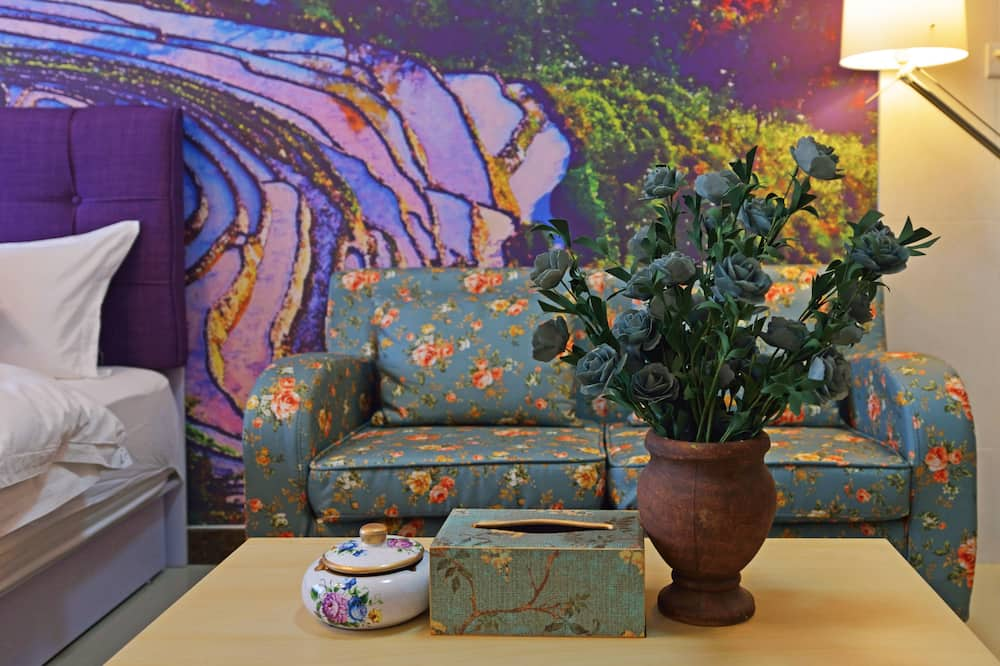 Chunhua One-bedroom Apartment - Living Area