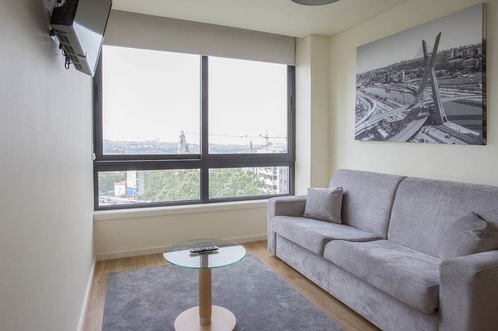 Apartment, 1 Bedroom, City View - Living Room