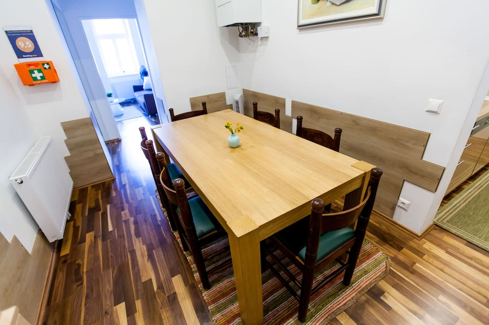 Apartment, 3 Bedrooms (with garage) - In-Room Dining