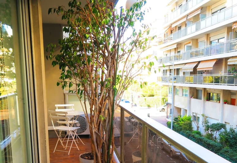 """""""Debussy Terrasse"""" by Nestor&Jeeves, Nice, City Apartment, 2 Bedrooms, Balcony"""