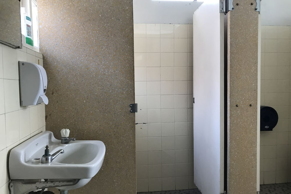 Classic Room, 1 Queen Bed - Bathroom