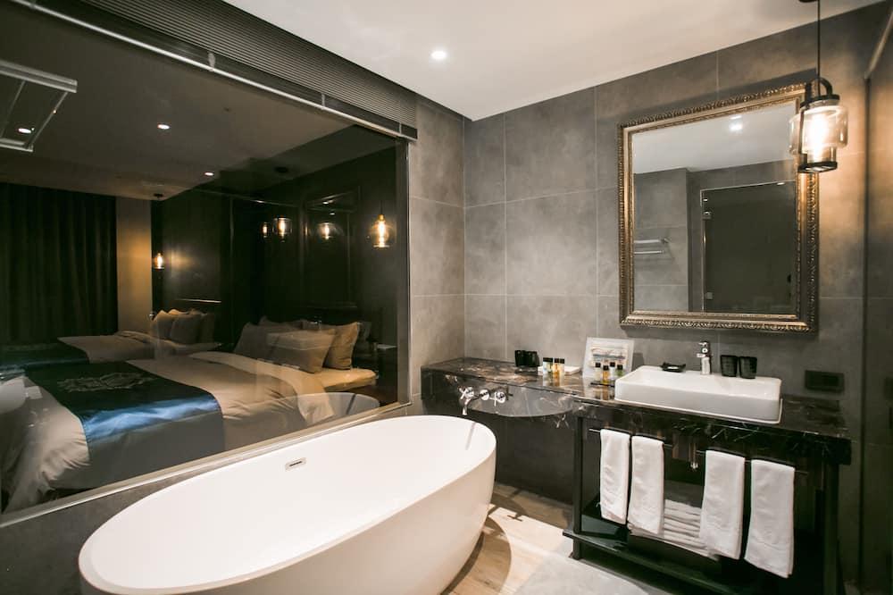 Luksusa divvietīgs numurs, 2 divguļamās karalienes gultas - Vannasistaba
