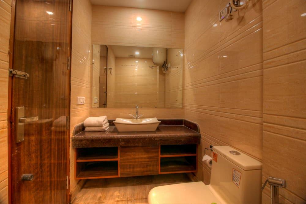 Deluxe Double Room, 1 Double Bed, Non Smoking - Bathroom