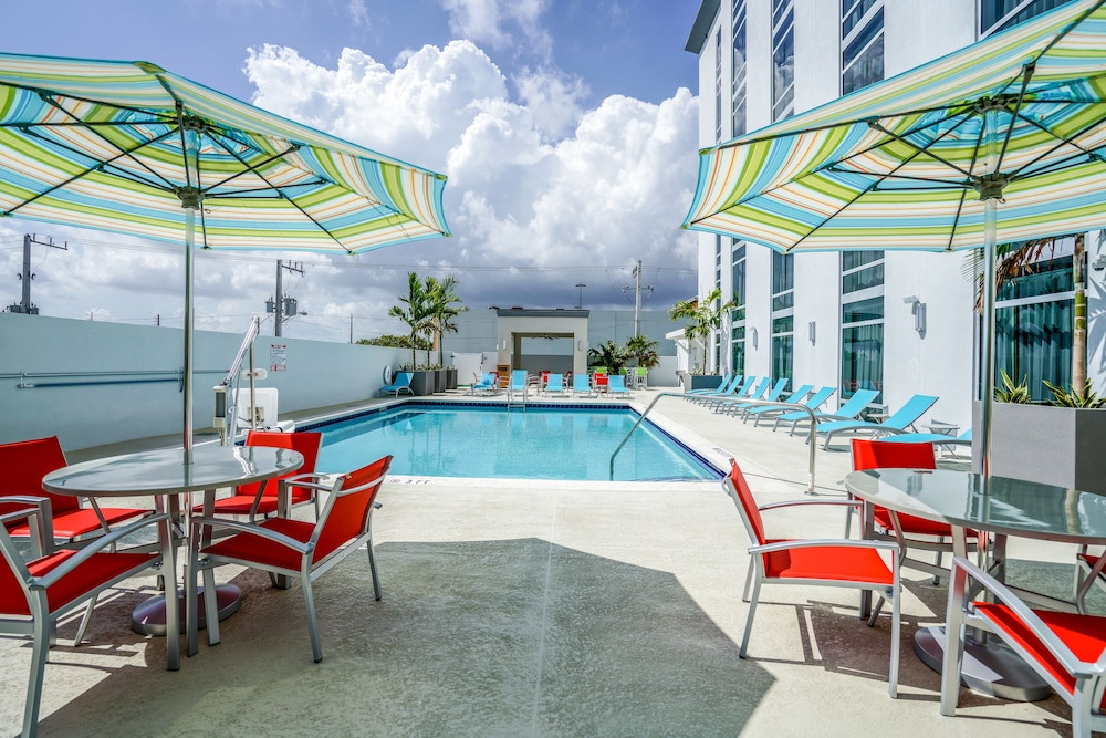 Hotel Morrison Fll Airport An Ascend Collection Member Dania Beach Outdoor Pool