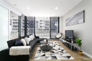 Picture of Chic CBD Pad + Pool + Gym + Sauna + Parking in Mascot