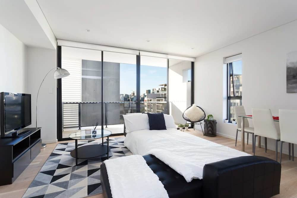 Executive Apartment, 2 Bedrooms, Kitchen, City View - Living Room