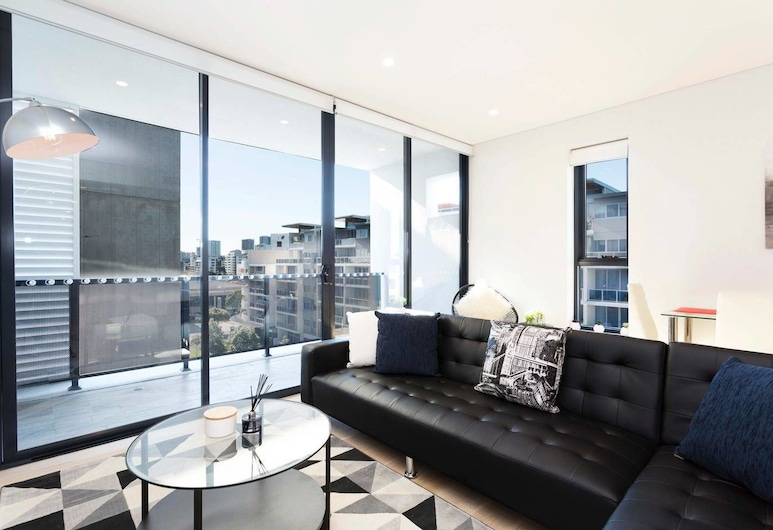 Chic Designer Home + Parking + 5mins from Airport, Rosebery