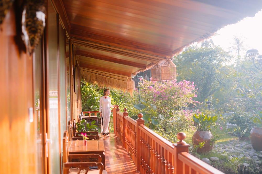 Standard Bungalow, 1 King Bed, Garden View - Balcony