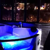 Panoramic Suite, 1 Queen Bed, Jetted Tub, City View - City View
