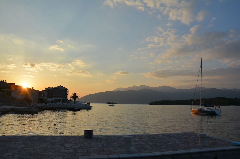 Family Apartment, 2 Bedrooms, Terrace, Sea View - Lake View
