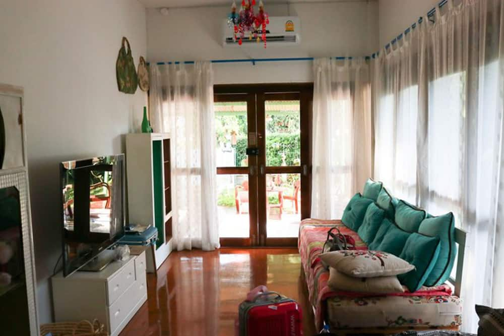 2 Bedroom House - Living Room