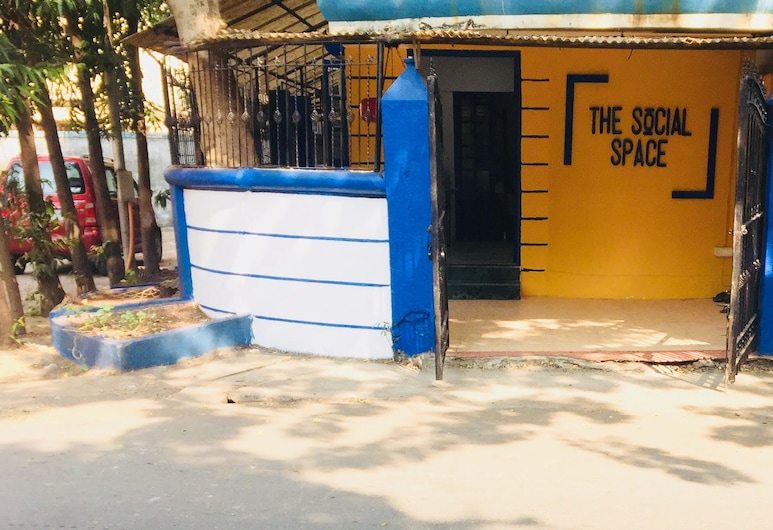 The Social Space, Mumbai, Wejście do hotelu