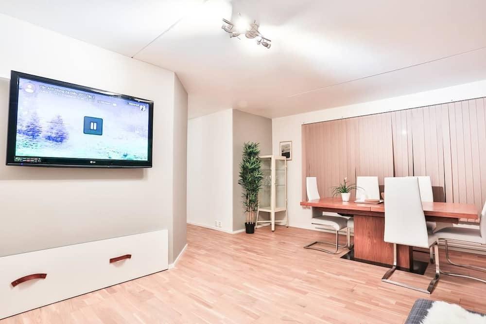 Business Studio, 1 Queen Bed - In-Room Dining