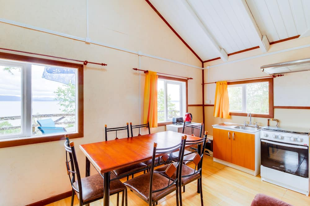 Standard House, 3 Bedrooms, Private Bathroom, Lake View - In-Room Dining