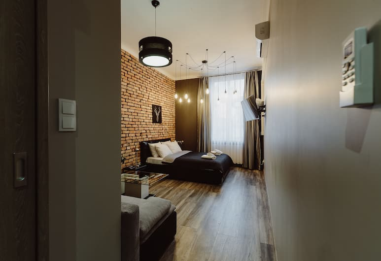 Leo Aparthotel Main Square, Krakow, Deluxe Apartment, 1 Queen Bed with Sofa bed, Hot Tub, Guest Room