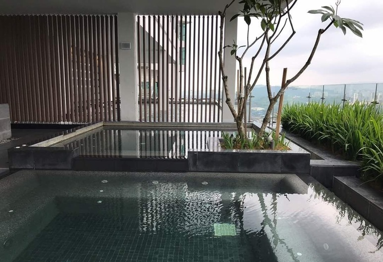 Vogue Suites One, Kuala Lumpur, Bathtub Spa Luar Ruangan
