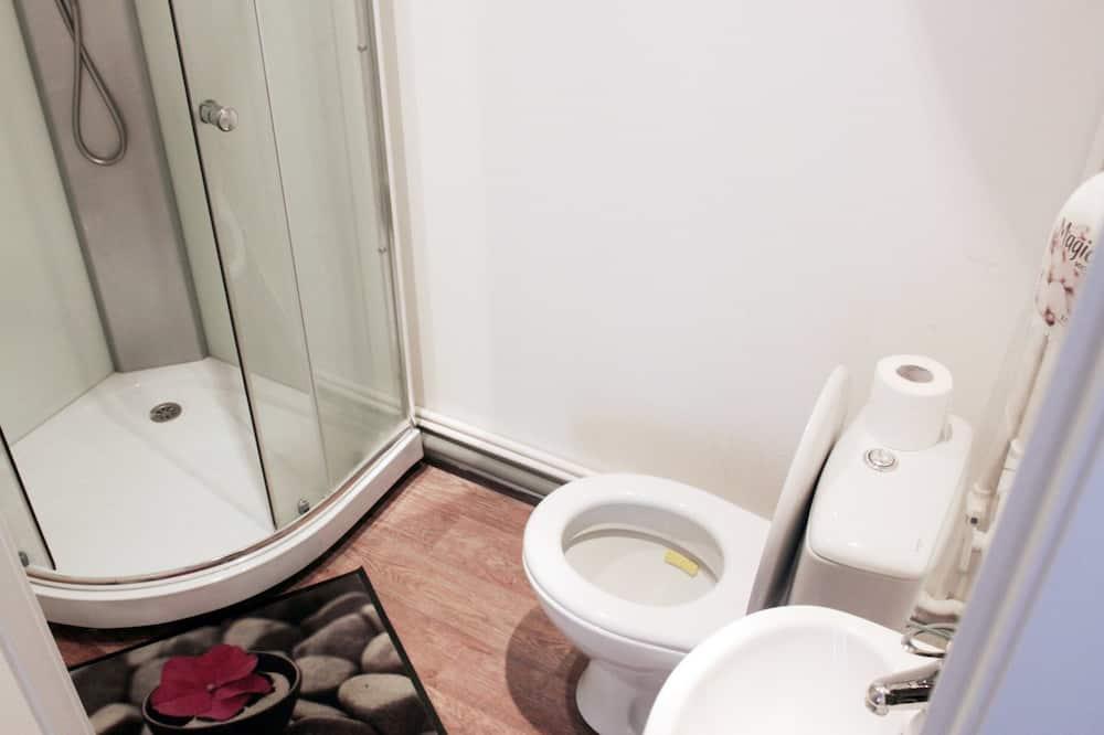 Twin Room, Private Bathroom - Bathroom