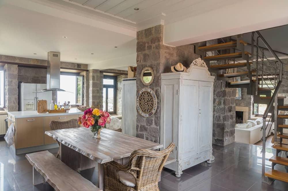 Deluxe Villa, 4 Bedrooms, Sea View, Sea Facing - Living Area