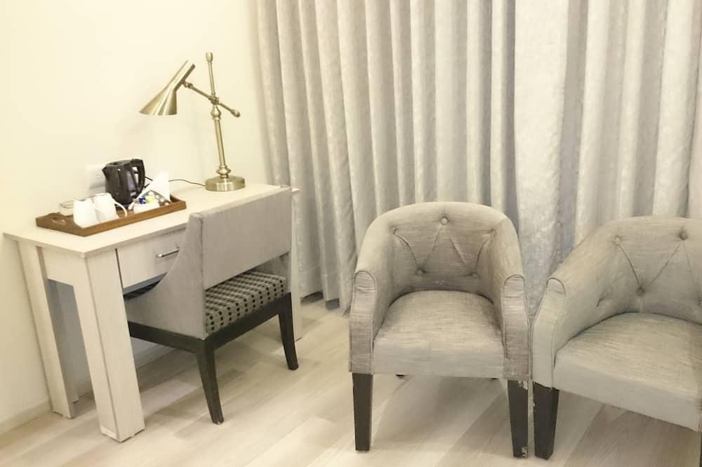 Comfort - kahden hengen huone, 1 suuri parisänky - Oleskelualue
