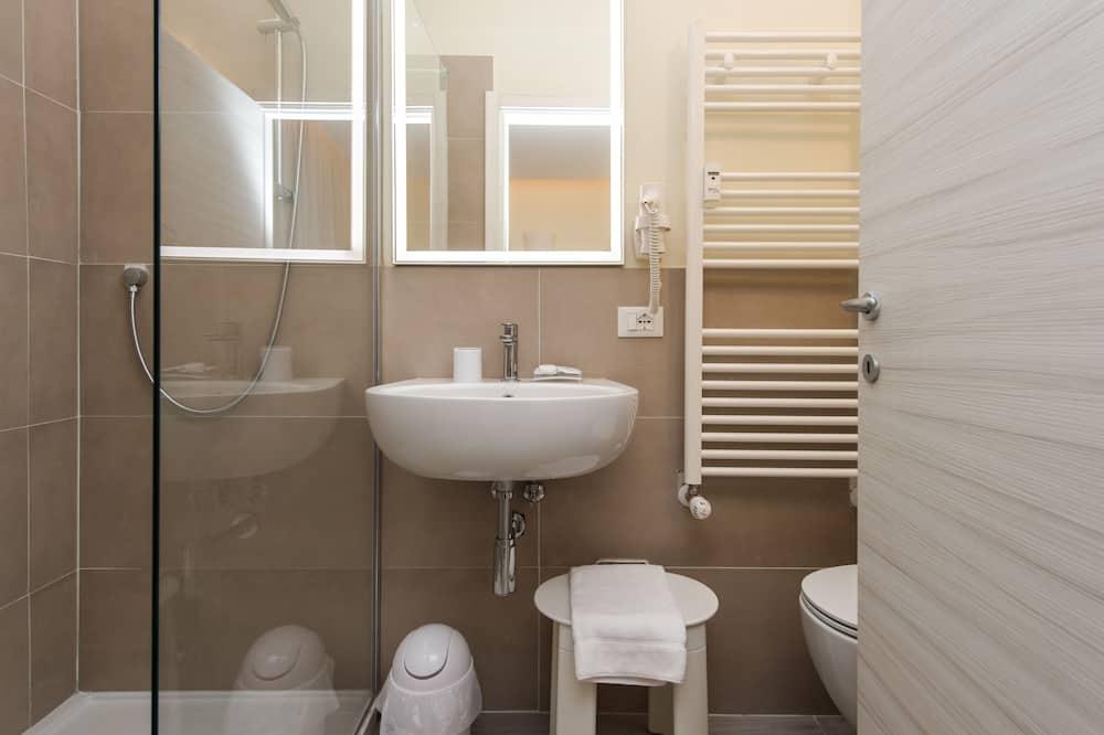 Standard szoba kétszemélyes ággyal, privát fürdőszoba - Fürdőszoba