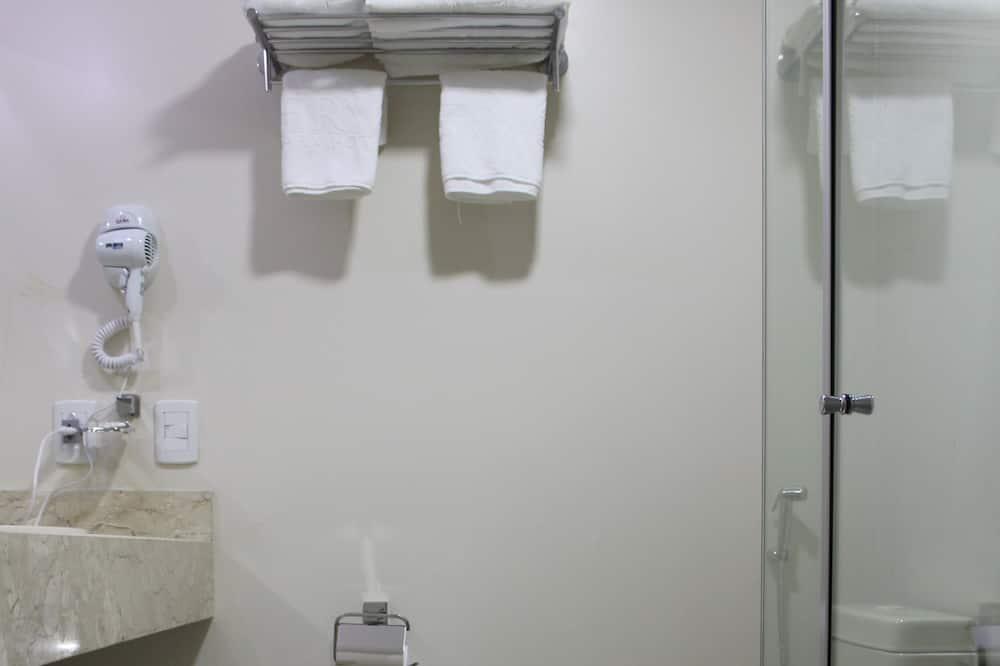 Trivietis kambarys verslo klientams - Vonios kambarys