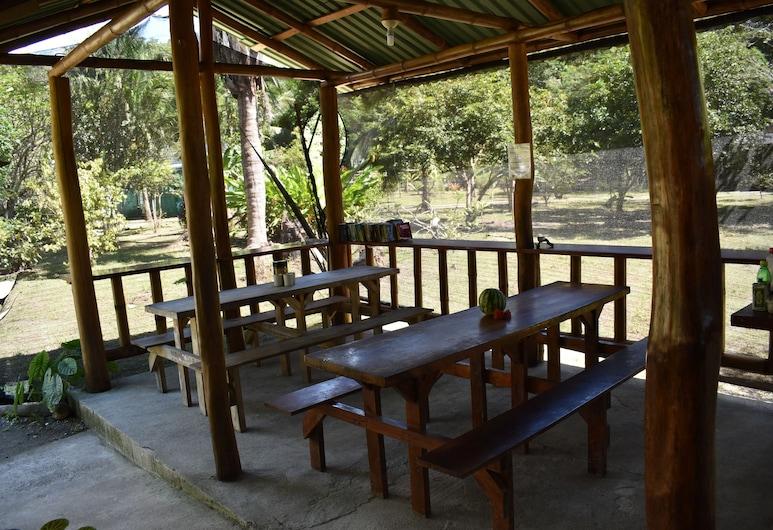 Hostel ISEAMI, Puerto Jimenez, Pokój dwuosobowy, Łóżko podwójne, wspólna łazienka, widok na ogród, Teren na przyjęcie z grillem/piknik