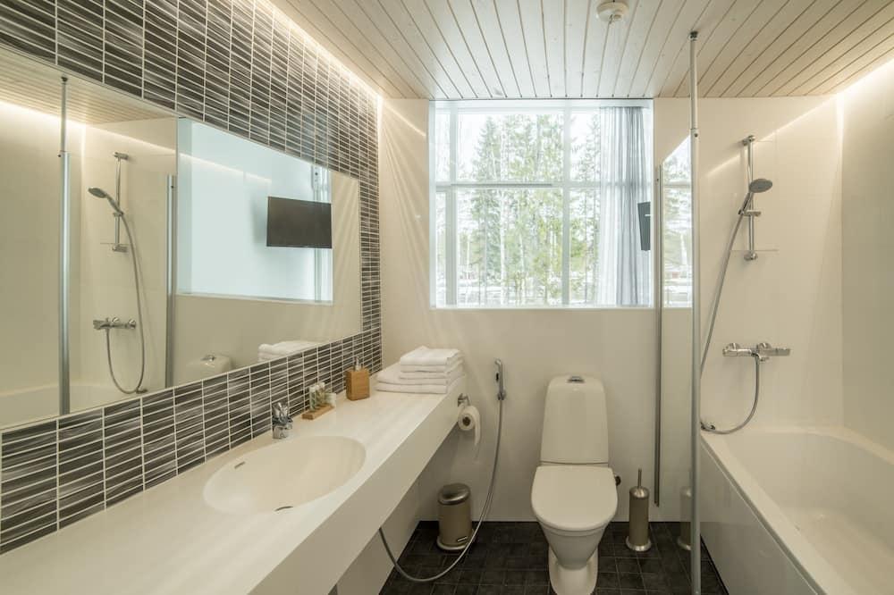 Prabangaus stiliaus dvivietis kambarys, 1 miegamasis, vaizdas į upę - Vonios kambarys
