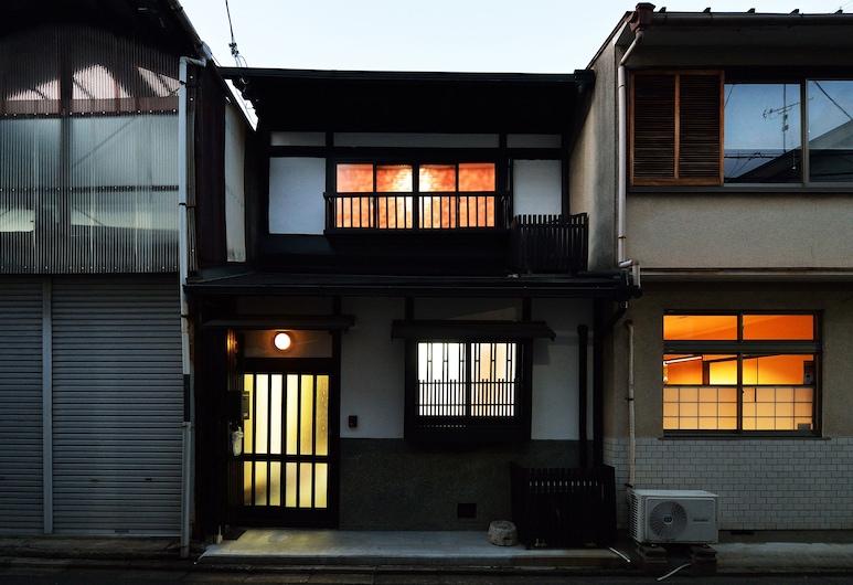 Raku Inn, Kyoto, Front of property - evening