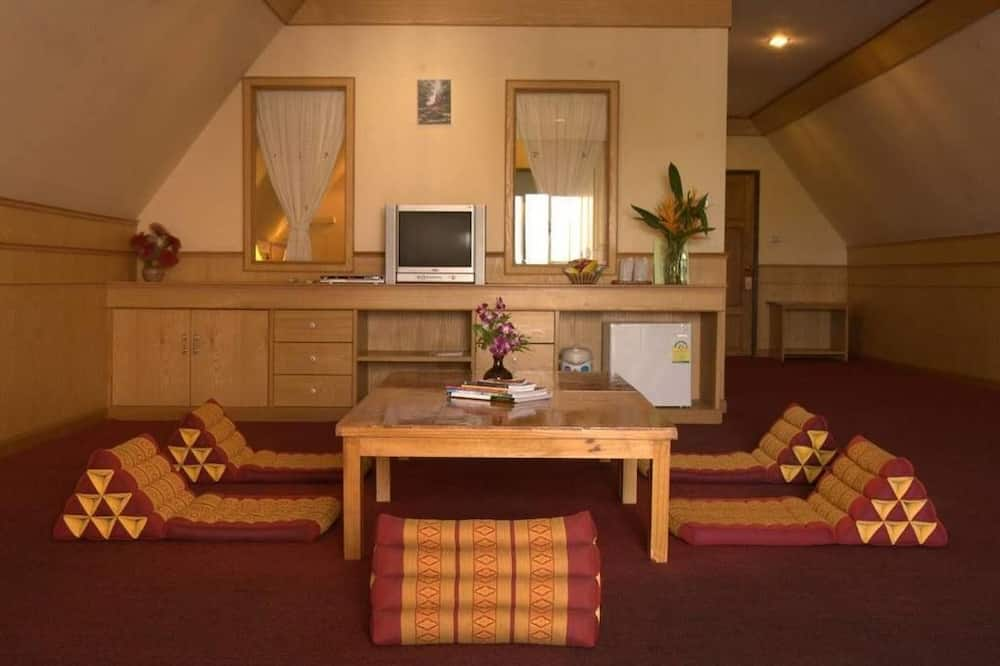 Grand Deluxe Room - Living Area