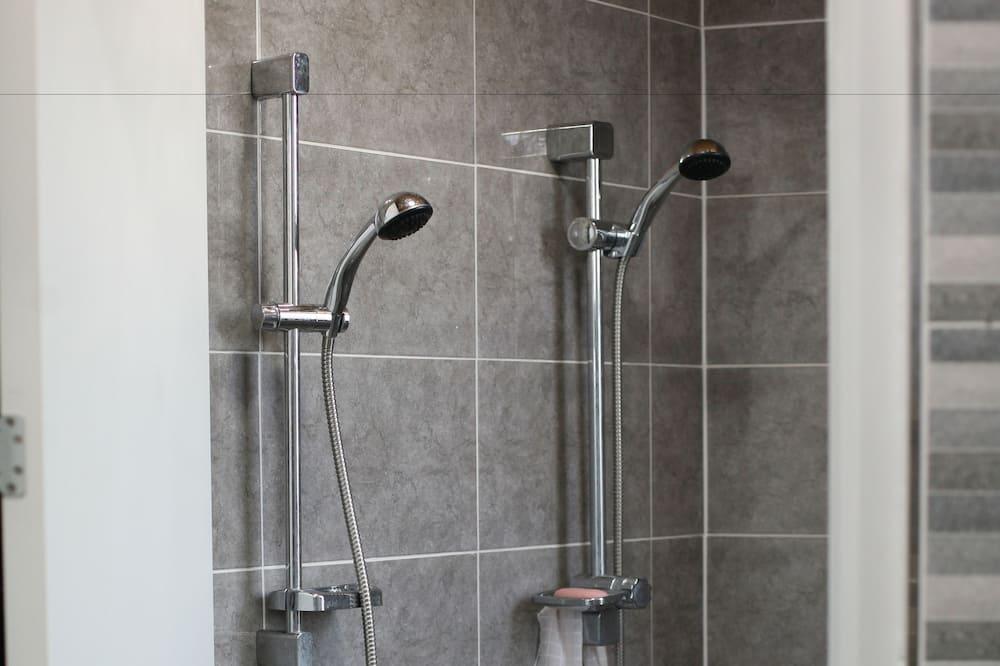Asrama Umum, hanya perempuan (2 Beds Capsule) - Shower Kamar Mandi