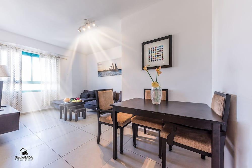 דירת קומפורט, 2 חדרי שינה - אזור אוכל בחדר