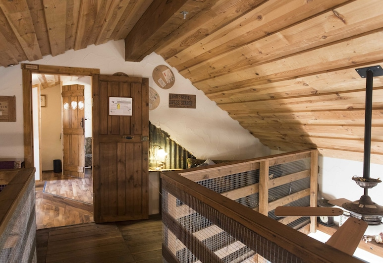 Raven's Bed and Breakfast, Reykjanesbær, Exclusive Twin Room, Shared Bathroom (Byre), Guest Room