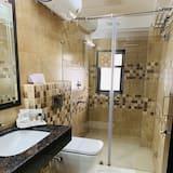 都會套房, 1 張特大雙人床, 城市景 - 浴室
