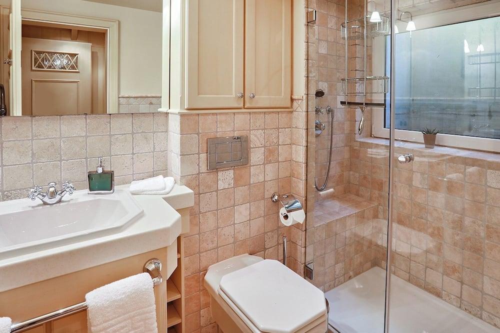 Deluxe Apartment, Private Bathroom - Bathroom