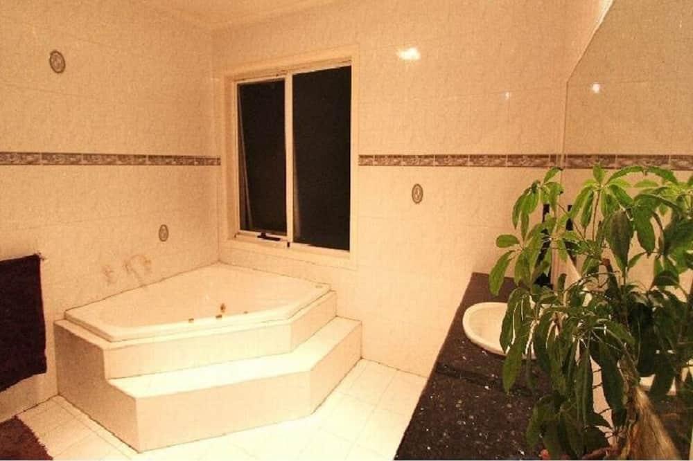 Delad sovsal - Economy - sovsal (män och kvinnor) - delat badrum - bottenvåning - Badrum