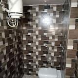 Liukso klasės bendrabutis - Vonios kambarys