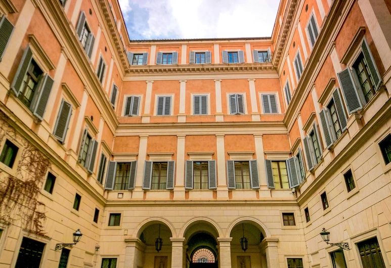 Majestic 1BR & 2BR Suites Next To the Colosseum at Piazza Venezia, Rome, Property Grounds
