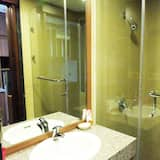 Deluxe Studio, 1 Queen Bed, Golf View - Bathroom