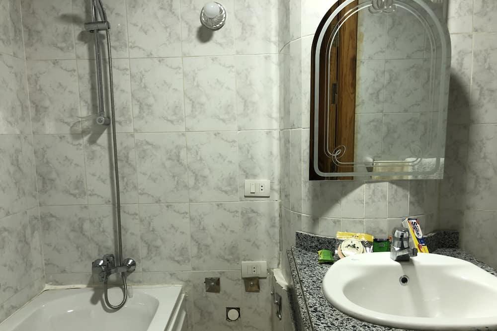 Phòng đôi Executive, Phù hợp cho người khuyết tật, Quang cảnh vườn - Phòng tắm
