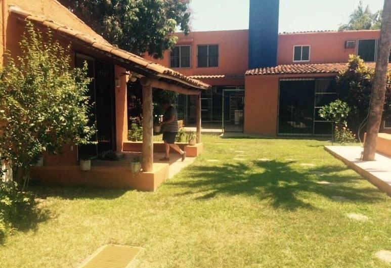 Casa Comoda by VILLAS HK28, Ixtapa, Jardim