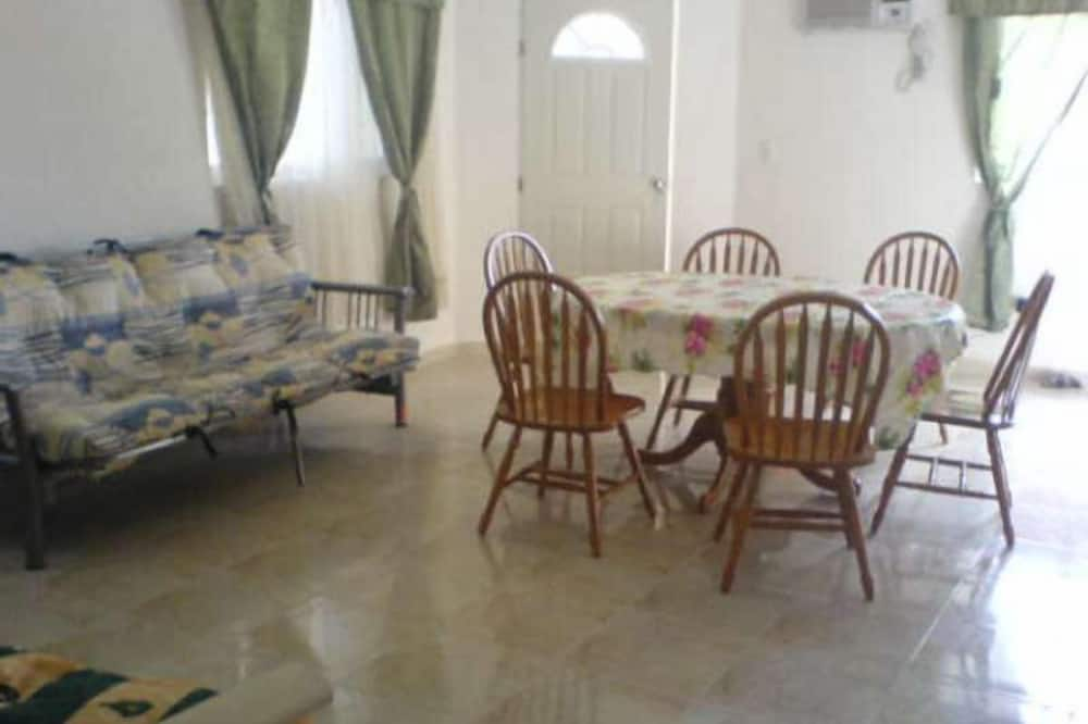 Family House, 2 Double Beds - In-Room Dining