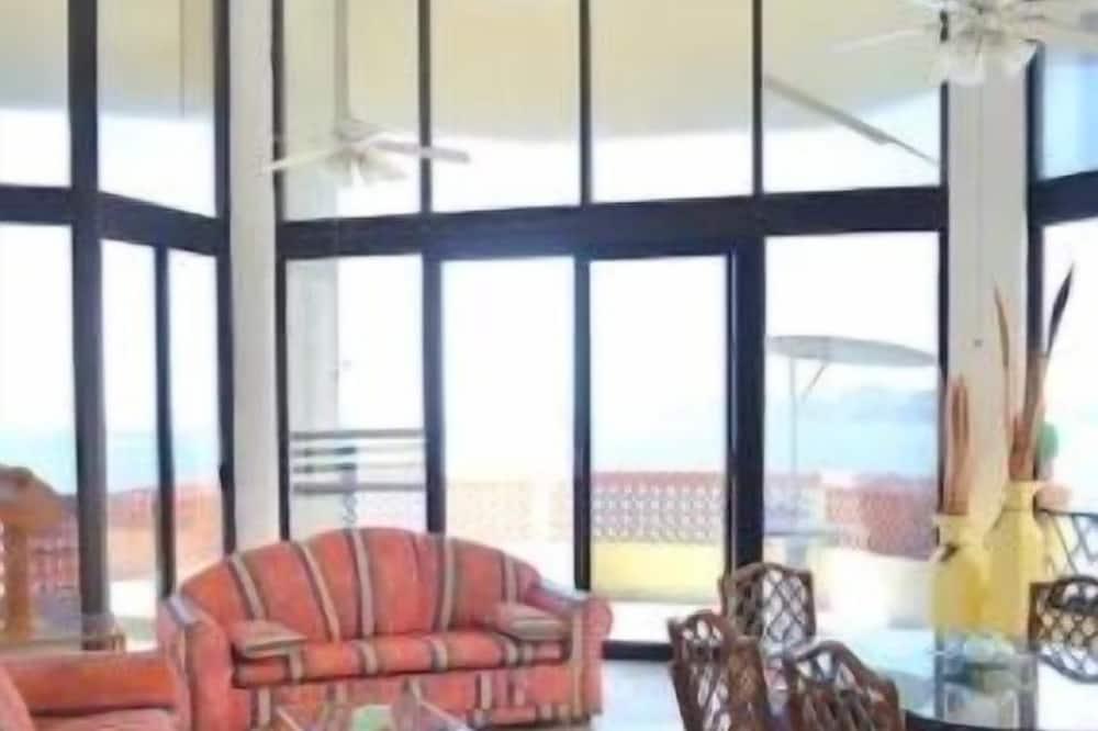 Family Condo, 2 Bedrooms - Living Area
