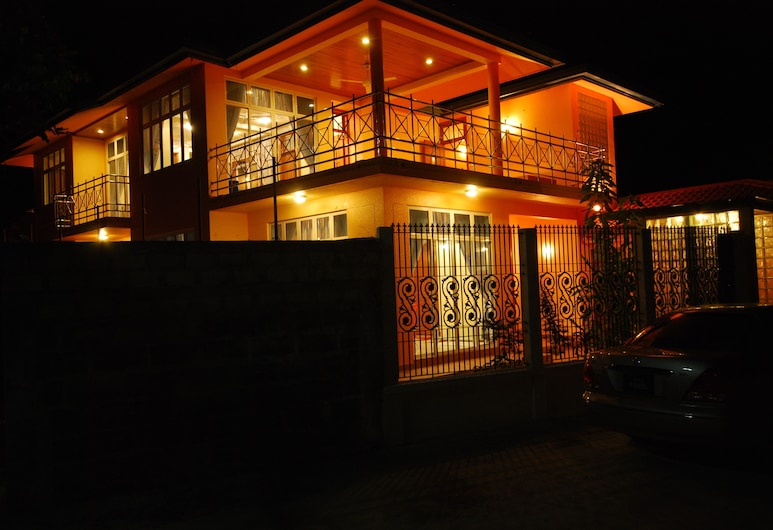Crystal Retreat, Hithadhoo, Hotel Front – Evening/Night