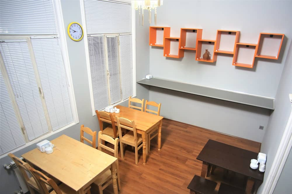 Economy Shared Dormitory, Multiple Beds, Non Smoking, City View - Shared kitchen