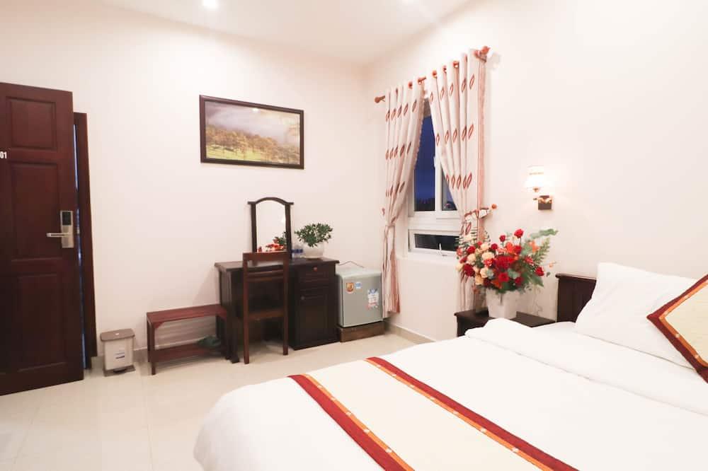 Standartinio tipo dvivietis kambarys, 1 didelė dvigulė lova, Nerūkantiesiems, be langų - Svetainės zona