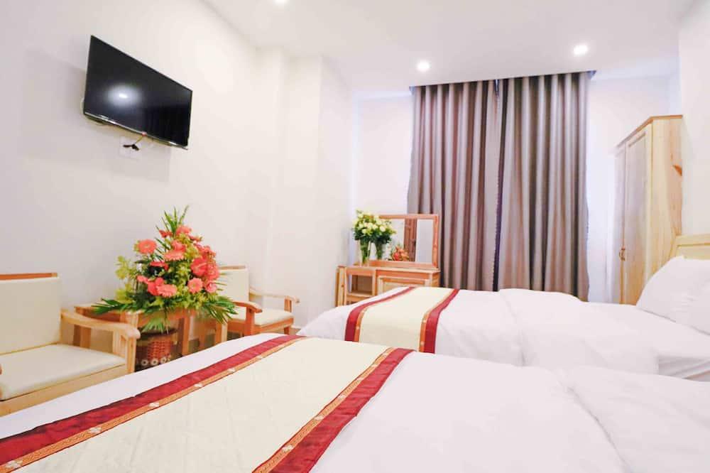 Pagerinto tipo keturvietis kambarys, 2 didelės dvigulės lovos, Nerūkantiesiems, vaizdas į miestą - Svečių kambarys