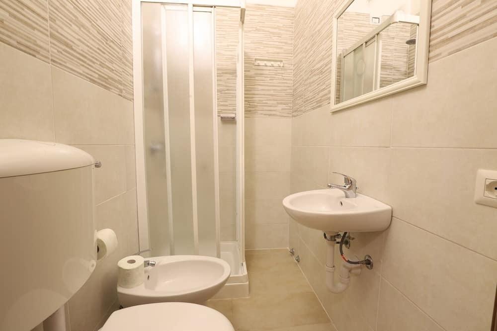 Štandardná dvojlôžková izba, výhľad na mesto - Kúpeľňa