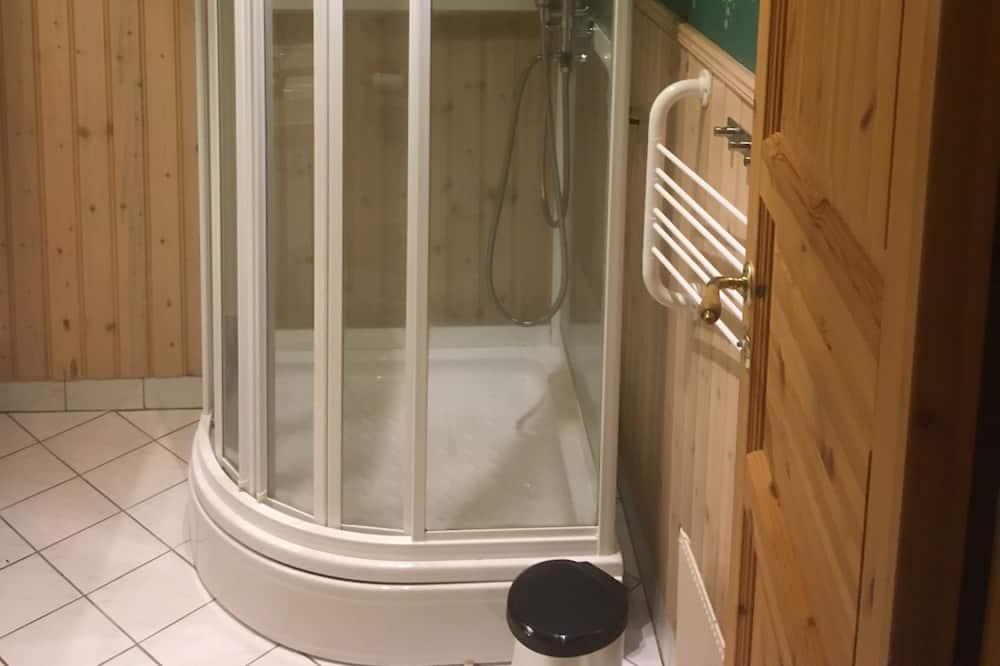 Standardværelse med 2 enkeltsenge - fælles badeværelse - Badeværelse