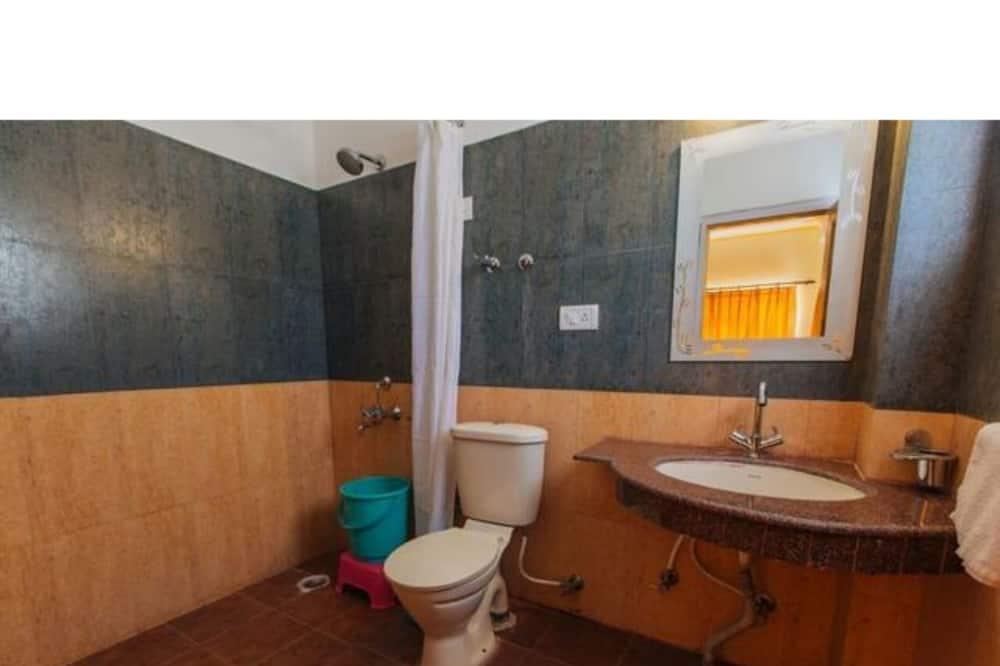 Deluxe Duplex, 1 Double Bed, Smoking - Bathroom